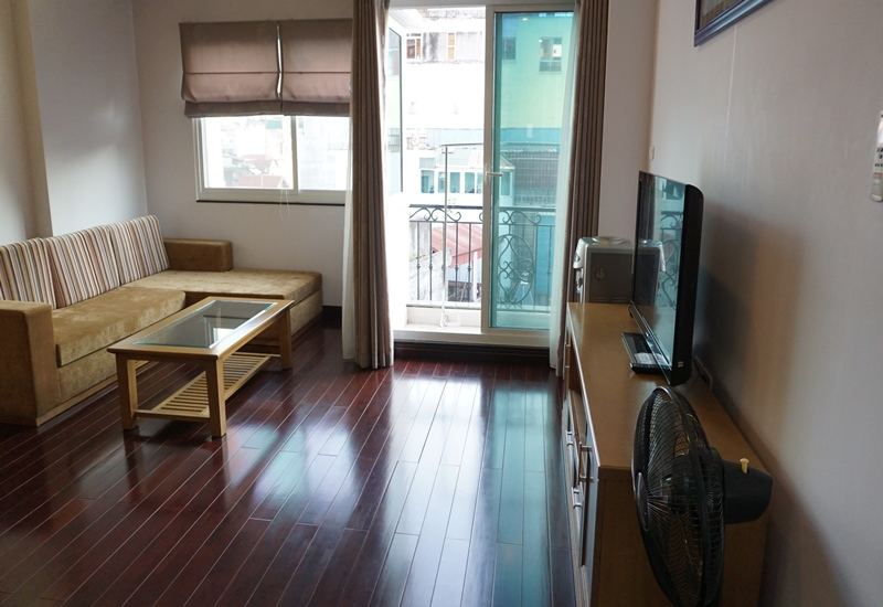 Balcony 01 bedroom apartment for rent in Tran Quoc Toan, Hoan Kiem