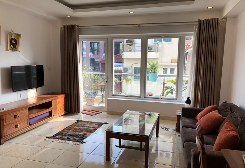 Balcony 01 bedroom apartment for rent in Truc Bach area, Ba Dinh