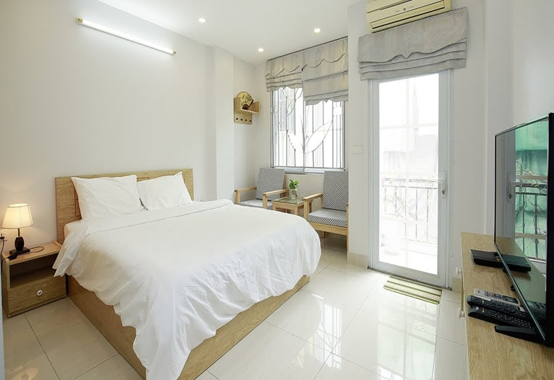 Balcony 01 bedroom apartment for rent in Yet Kieu, Hoan Kiem