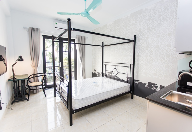Nice studio for rent with 01 bedroom in Ngoc Thuy, Long Bien, Near French school.