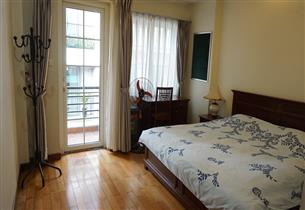 Balcony apartment for rent with 02 bedrooms in Hoan Kiem