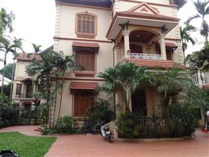 Big garden villa for rent with 04 bedrooms and 01 workingroom in Tay Ho